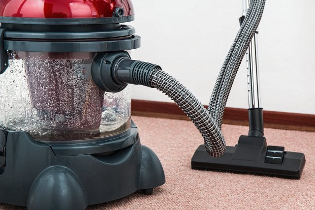 vacuum-cleaner-carpet-cleaner-housework-housekeeping-professional-cleaning